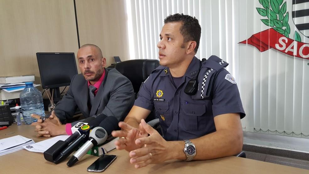 Rodrigo Luis Galazzo e Rafael Cambuí durante divulgação da prisão do PM (Foto: Fernando Pacífico/ G1 Campinas e Região)
