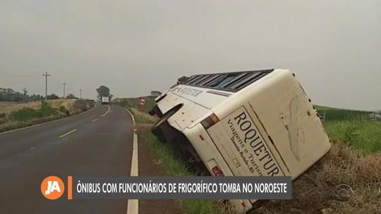 Ônibus tomba em Tenente Portela e passageiros ficam feridos