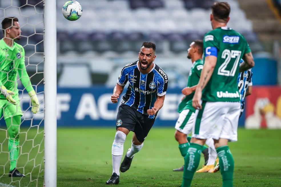 Maicon comemora o segundo gol da vitória sobre o Goiás — Foto: Lucas Uebel/Grêmio
