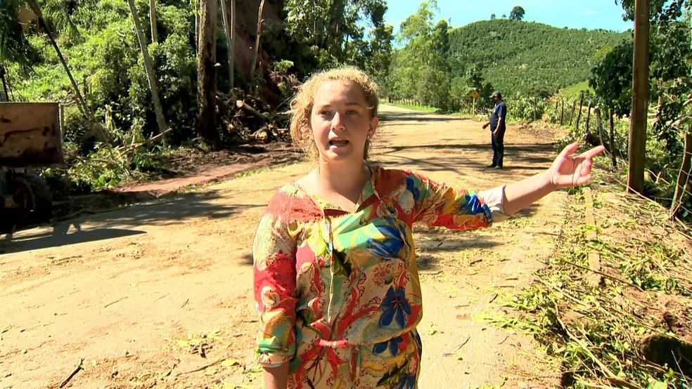 A estudante Larissa Hand disse que casas foram destelhadas por conta do temporal — Foto: Reprodução/TV Gazeta