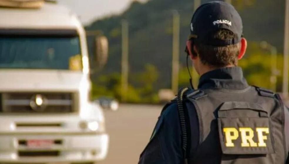 PRF-AC deflagrou operação para fiscalizar rodovias acreanas durante o feriado desta sexta (12) — Foto: Divulgação/PRF-AC