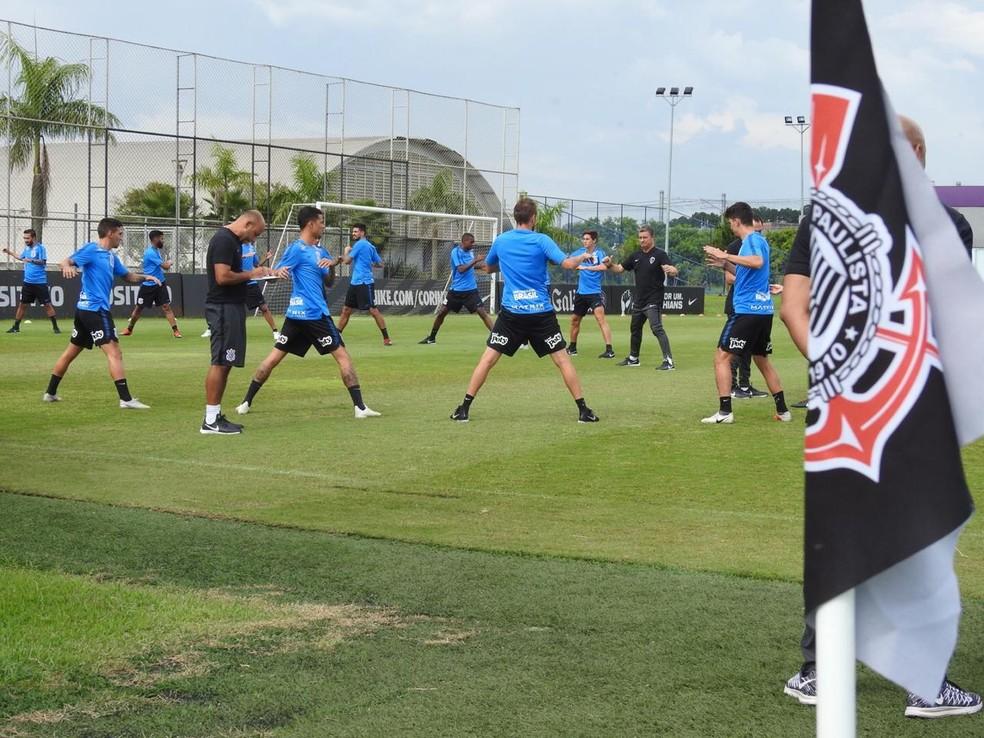 a914bff5e9658 Jogadores do Corinthians no treinamento desta quinta-feira — Foto  Bruno  Cassucci