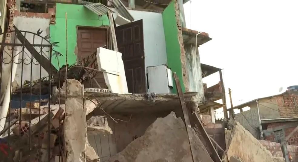Casas desabam em Salvador após explosão em botijão de gás — Foto: Reprodução/TV Bahia