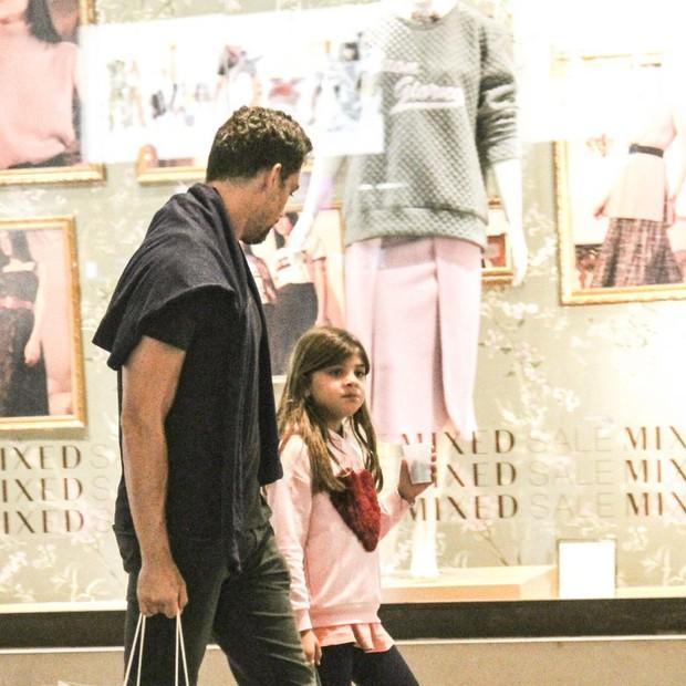 Pai e filha se divertem  (Foto: J Humberto/Agnews)