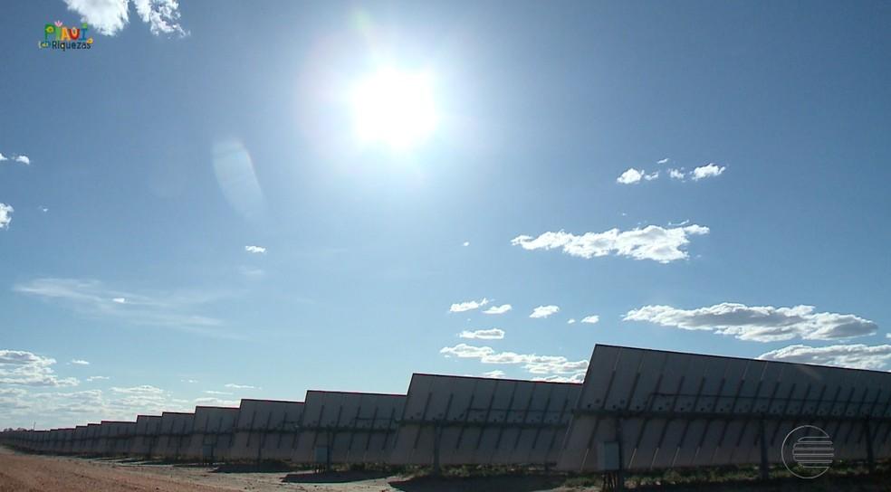 Placas solares em parque na cidade de São João do Piauí — Foto: Reprodução/TV Clube