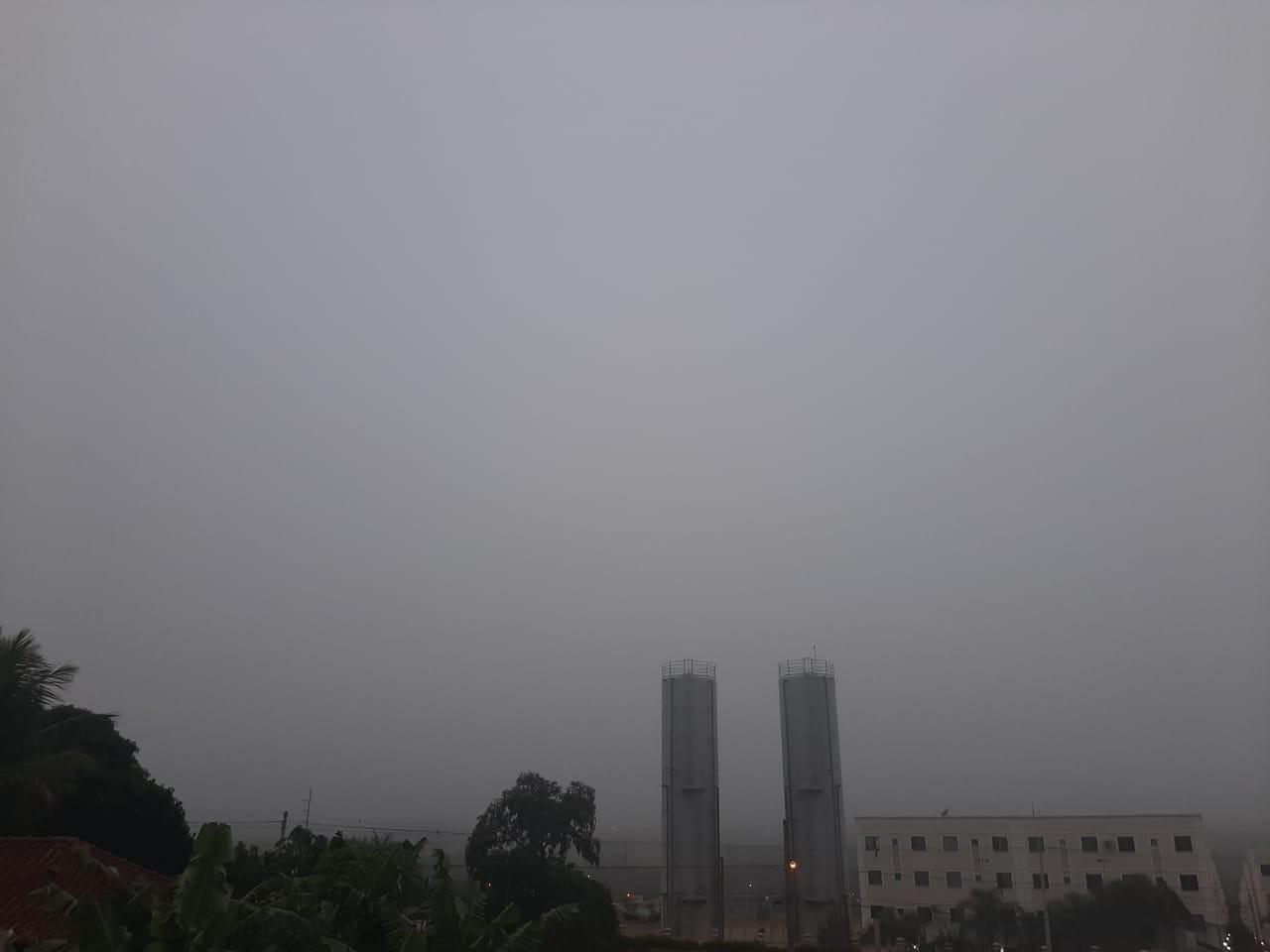 Campo Grande amanhece sob neblina nesta quinta-feira e previsão é de temperaturas amenas