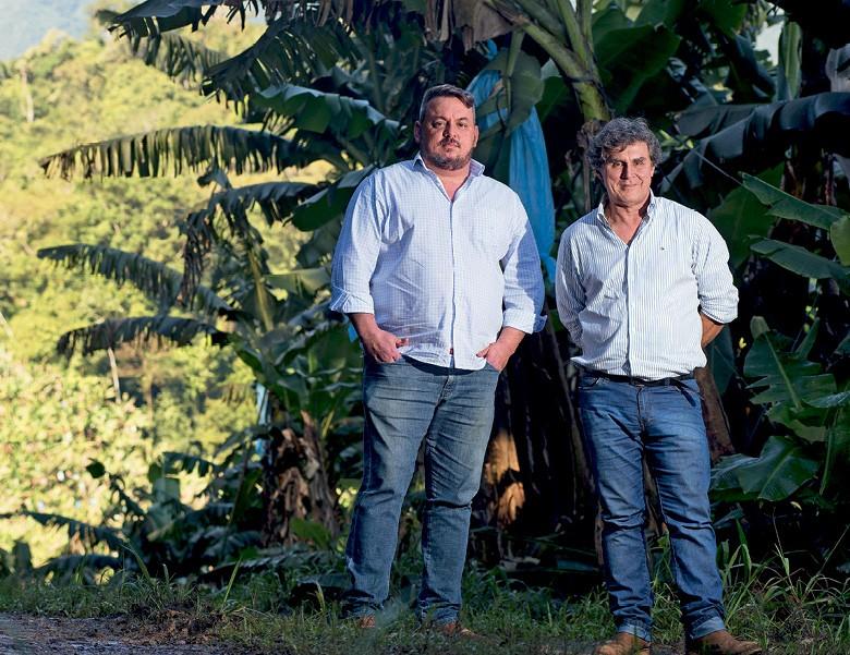 Eduardo Aparecido Correa e seu pai, José Luiz Corrêa, proprietários da Bananas Corrêa (Foto: Emiliano Capozoli/Ed. Globo)