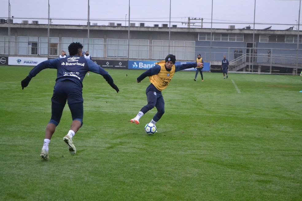 Everton voltou a treinar após nascimento da filha (Foto: Eduardo Moura)