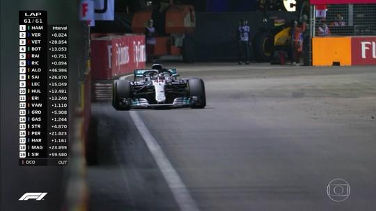 """Hamilton alfineta Vettel, mas jura: """"Não somos arrogantes ou confiantes demais"""""""