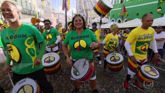 Brasileiros fazem festa desde cedo na expectativa para o jogo entre Brasil e Costa Rica