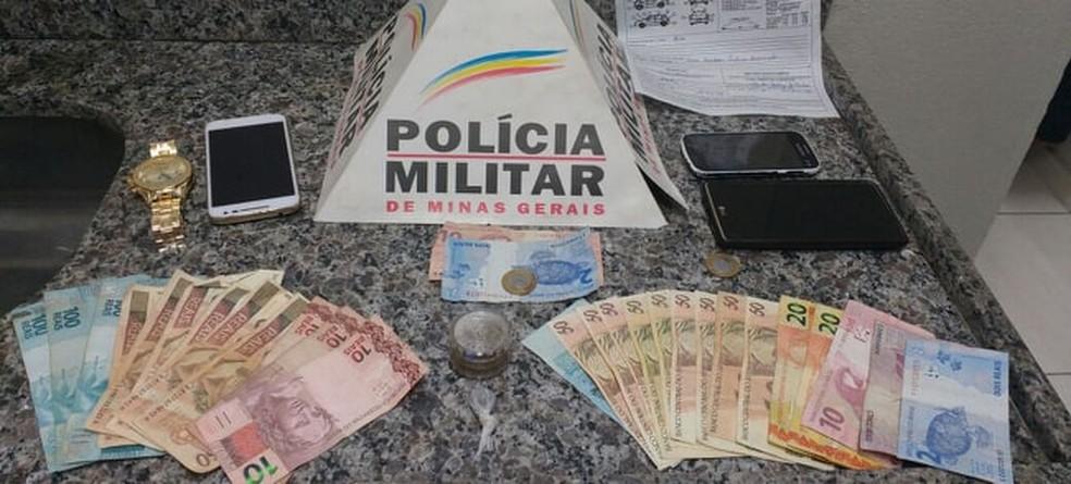 -  Notas e objetos apreendidos pela polícia  Foto: Polícia Militar/Divulgação