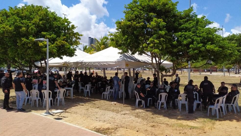 Agentes penitenciários do RN acamparam em frente à Governadoria — Foto: Divulgação