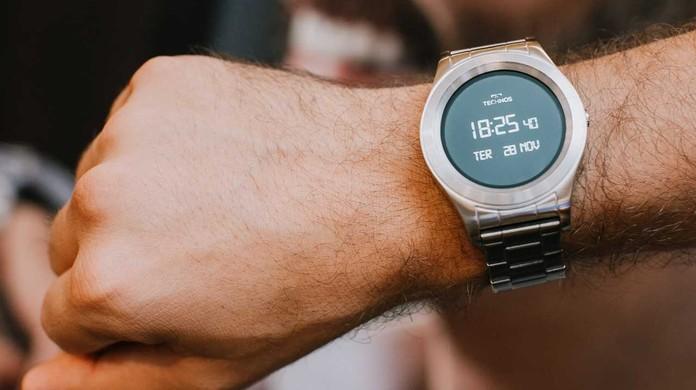 526ac54f28181 Technos apresenta relógio smart brasileiro com preço a partir de R  1,2 mil    Smartwatches   TechTudo