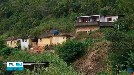 Demolição de casas interditadas desde 2011 em Teresópolis, RJ, preocupa moradores que ainda não receberam novos imóveis
