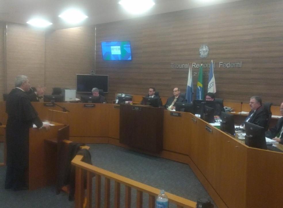 Desembargadores do TRF-2 votaram nesta quarta-feira o pedido do MPF de derrubar a liminar que autorizava a viagem — Foto: Raoni Alves/G1