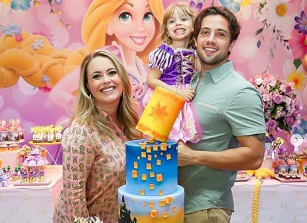 Mariana Bridi e Rafael Cardoso festejam aniversário de Aurora (Foto: Reprodução/Instagram)