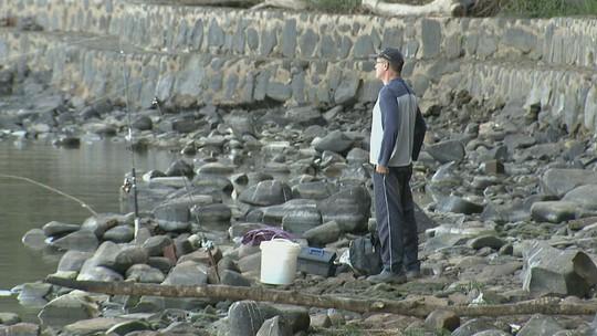 Seca muda o cenário do Rio Mogi Guaçu e já afeta o trabalho de pescadores