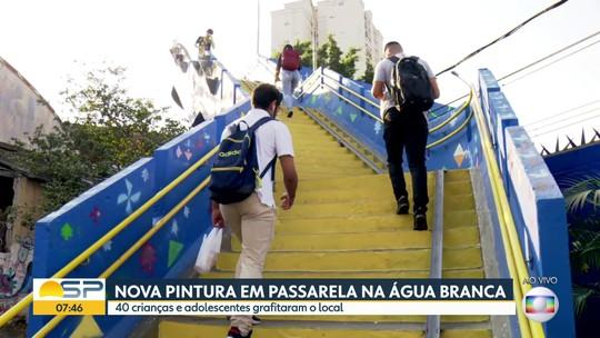 Pintura nova de passarela que dá acesso à estação Água Branca da CPTM é inaugurada em SP