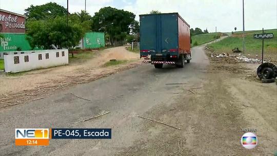Buracos dificultam circulação de veículos em rodovia que liga Vitória a Escada, na Zona da Mata