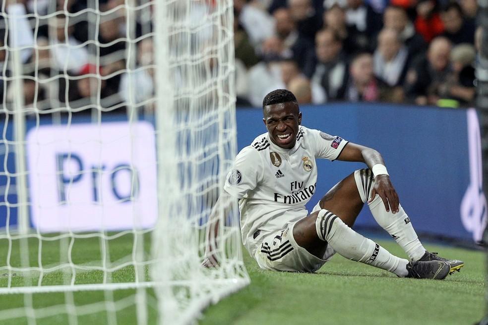 Vinicius Junior sentiu após arranca em que quase fez o gol aos 30 minutos de jogo  — Foto: EFE/Rodrigo Jiménez