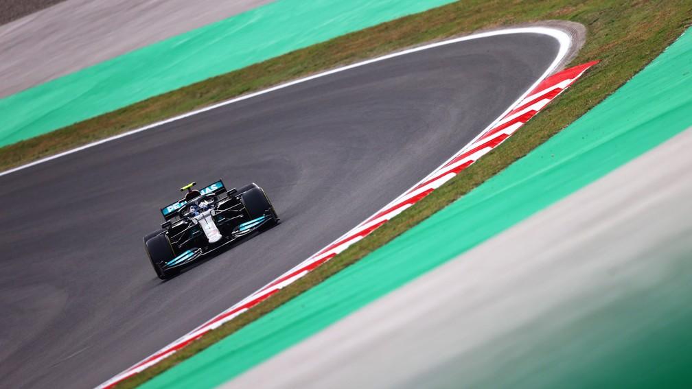 Valtteri Bottas vai largar em primeiro após a punição a Lewis Hamilton no GP da Turquia — Foto: Dan Istitene/F1 via Getty Images