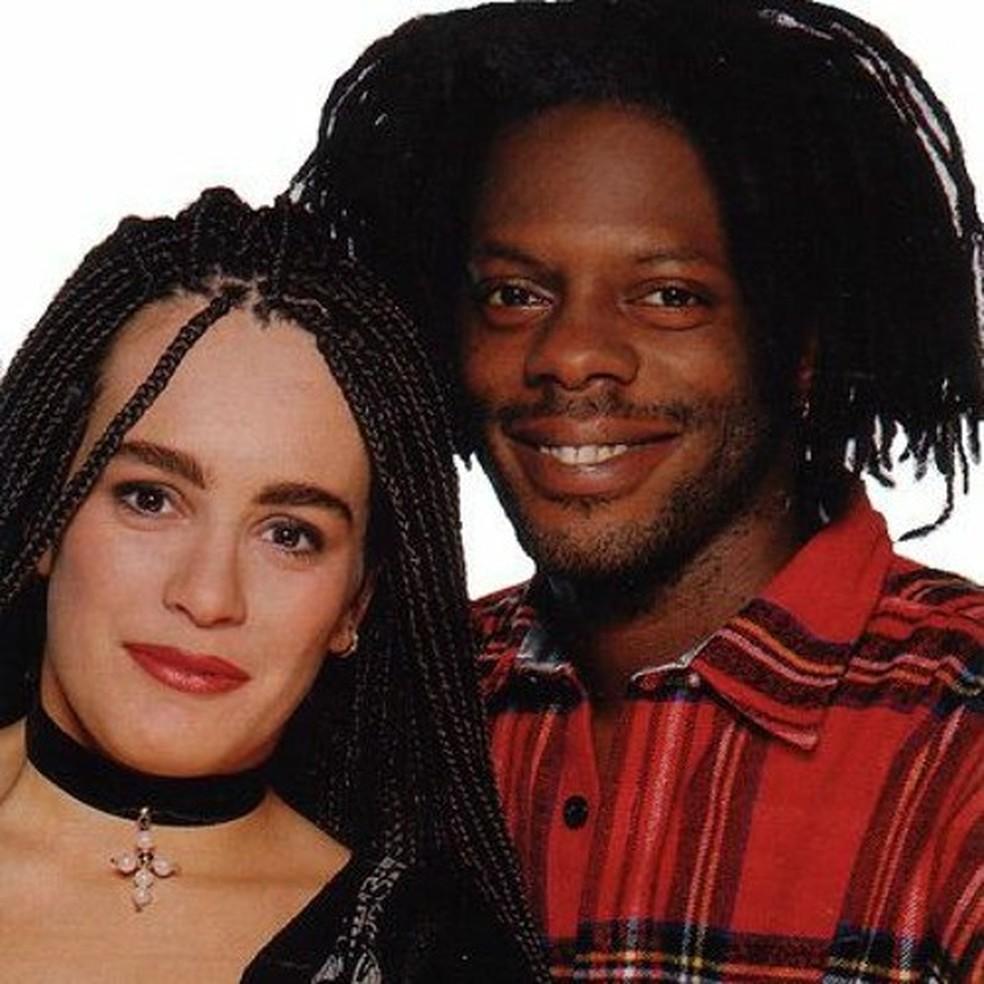Alexia ao lado de Ice MC, de quem era backing vocal no começo dos anos 90 — Foto: Divulgação