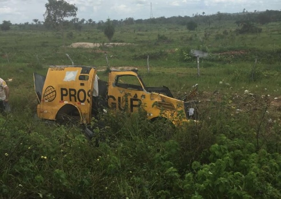 Carro-forte é explodido por assaltantes na rodovia PA-279. (Foto: Reprodução / TV Liberal)