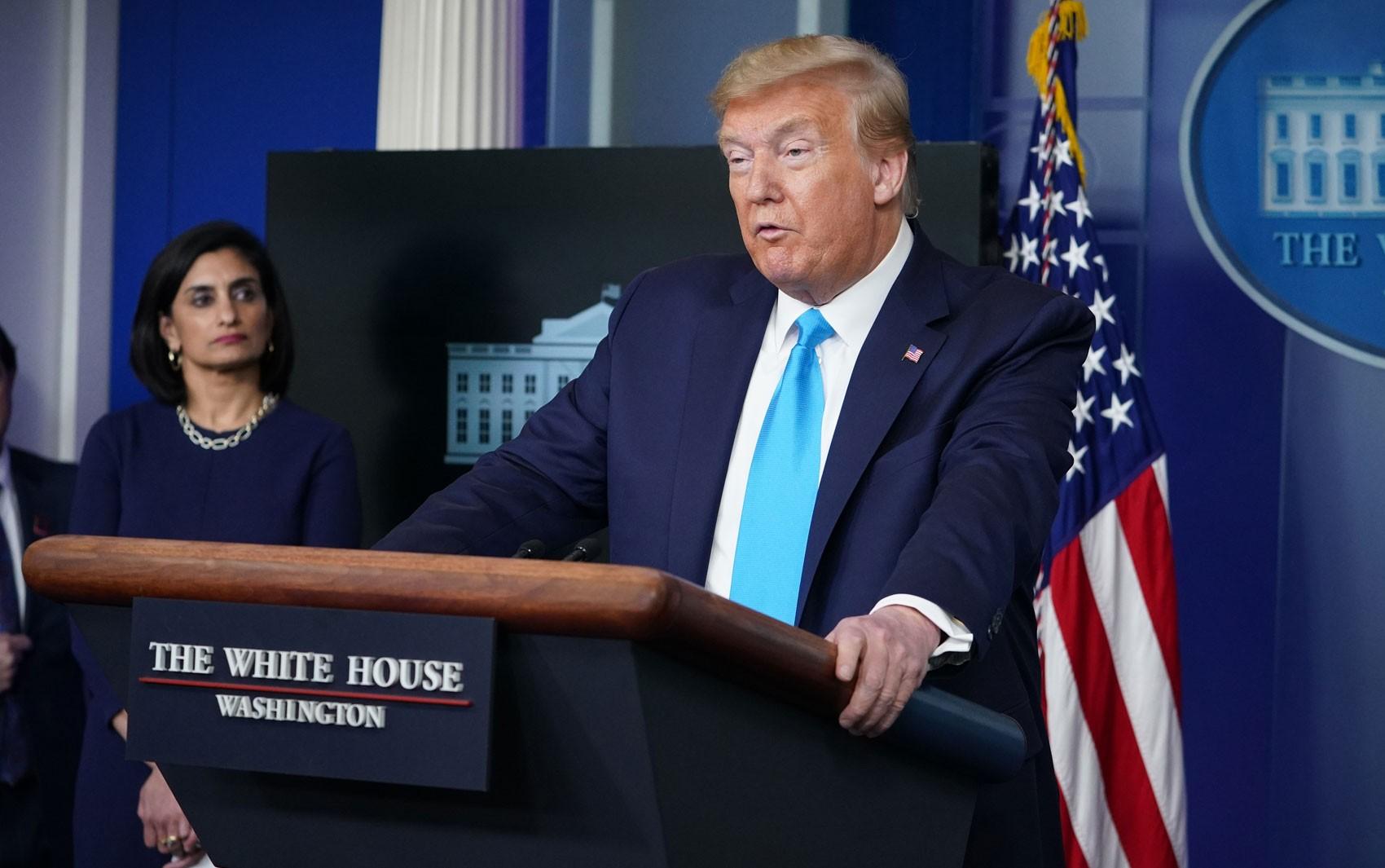 Trump diz que suspenderá contribuição financeira dos EUA à OMS