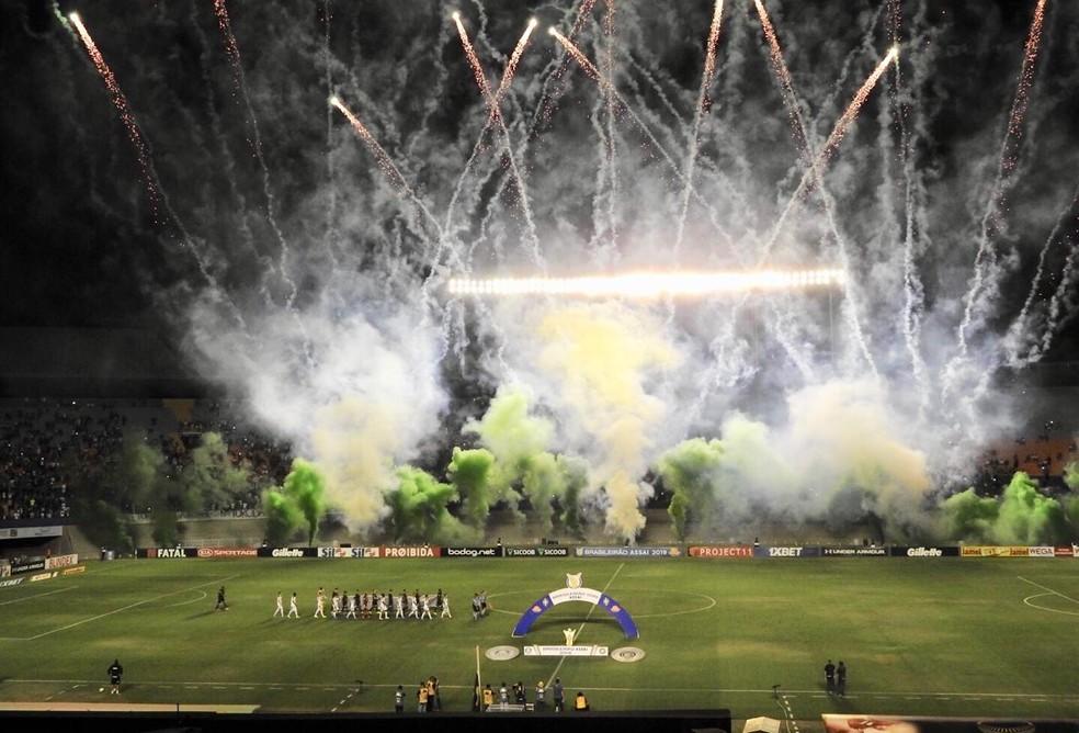 Goiás fez grandes jogos no Serra Dourada no ano passado — Foto: Felipe Zito