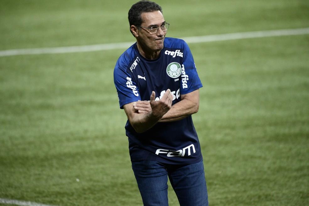 Luxa, atualmente no Vasco, comandou o Palmeiras no início da Libertadores — Foto: Marcos Ribolli