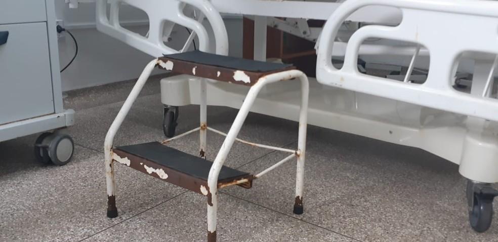 Na sala de emergência, alguns utensílios apresentam deterioração — Foto: Cássia Firmino/G1
