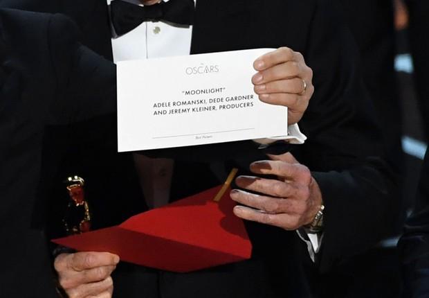 O envelope com o vencedor da categoria Melhor Filme na premiação do Oscar 2017 (Foto: Kevin Winter/Getty Images)