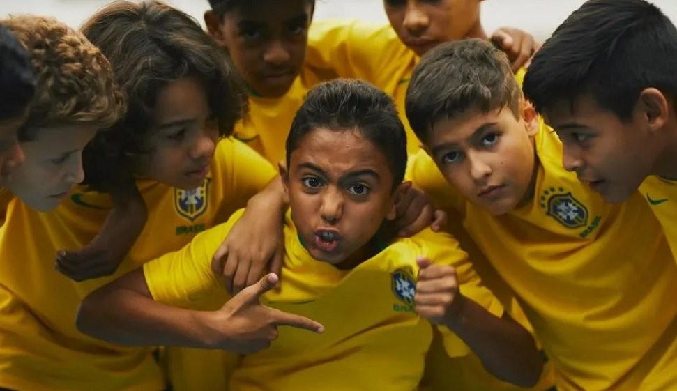 O garoto Kauã faz a preleção que todos gostariam de ouvir antes de uma Copa do Mundo (Foto: Reprodução/ YouTube)