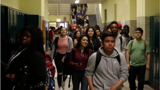 Quase a metade das escolas de Chicago atingiram resultados abaixo do esperado no ano passado (Foto: THE WASHINGTON POST VIA GETTY IMAGES, via BBC)