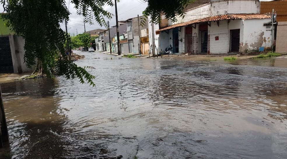 Rua Paula firmeza com José Justa, no bairro Pio VII — Foto: José Leomar/Sistema Verdes Mares