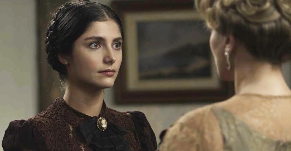 Fani fica insegura sobre voltar ou não para a casa da família Tibúrcio  (Foto: TV Globo)