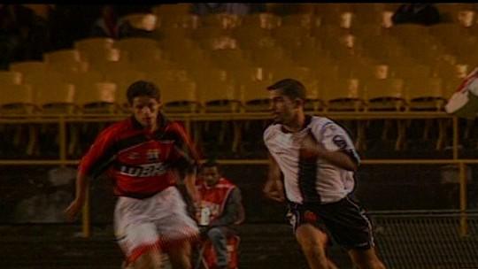 Situações opostas: em 1998, Vasco poupou titulares e comemorou Libertadores contra o Flamengo