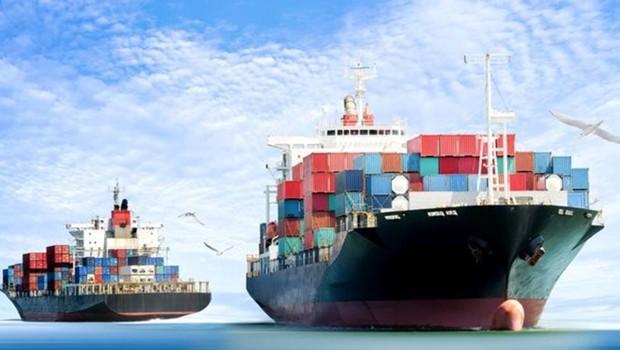 Dois grandes tratados de livre comércio vão entrar em vigor. O Japão, terceira maior economia do mundo, fará parte de ambos. Enquanto isso, EUA adotam políticas protecionistas e travam guerra comercial com a China. O que deve prevalecer? (Foto: Getty Images)
