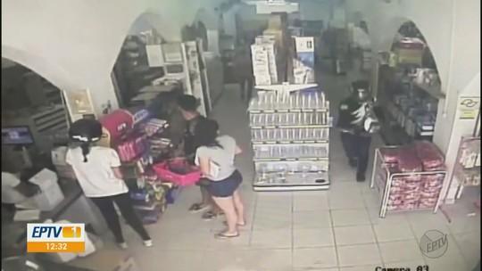 VÍDEO: homem assalta loja de embalagens e agride vítima em São João da Boa Vista