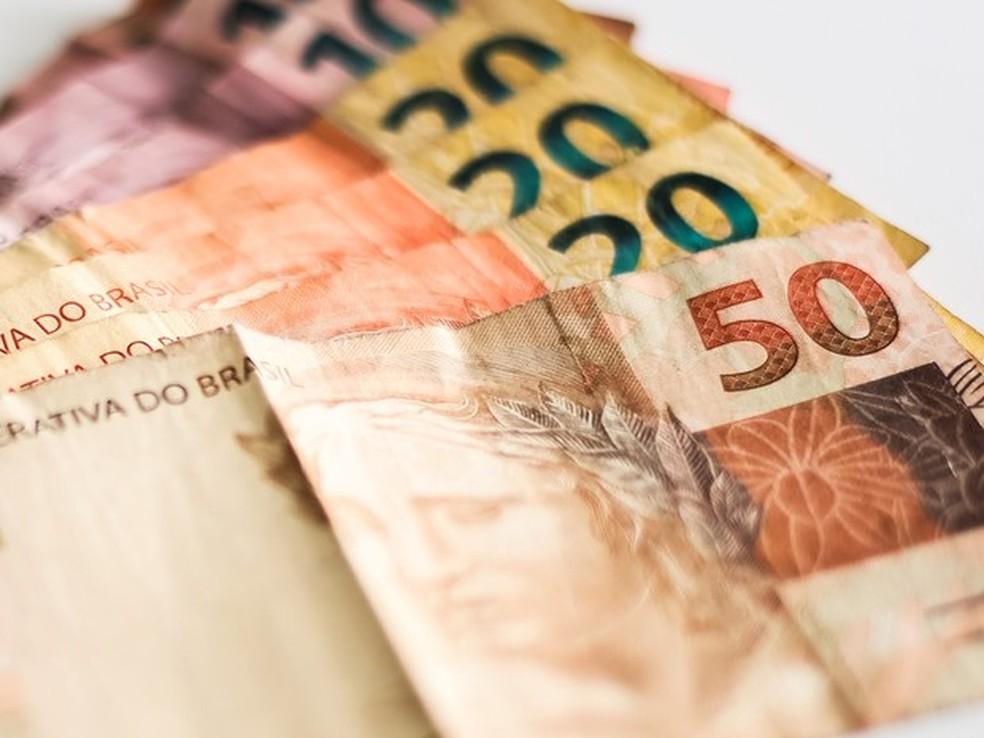 Notas de R$ 50, R$ 20 e R$10 — Foto: Jonathan Lins / G1