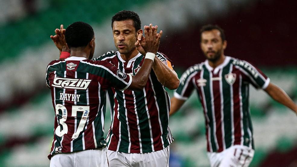 Fred comemora gol com Kayky no Fluminense x Santa Fe — Foto: Lucas Merçon / Fluminense FC