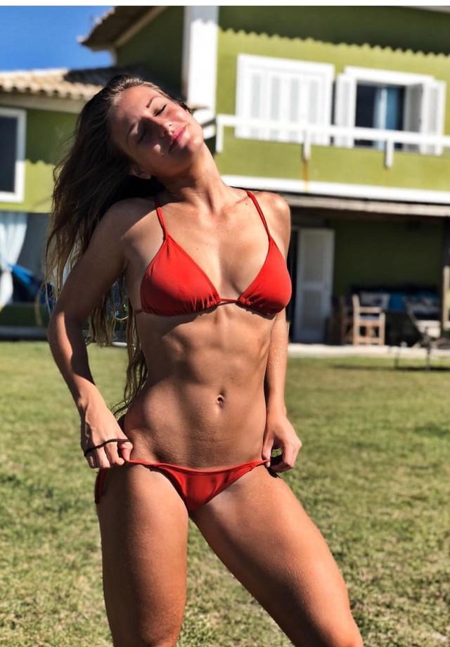 Bruna Griphao surpreende com tanquinho em clique de biquíni (Foto: Reprodução/Instagram)