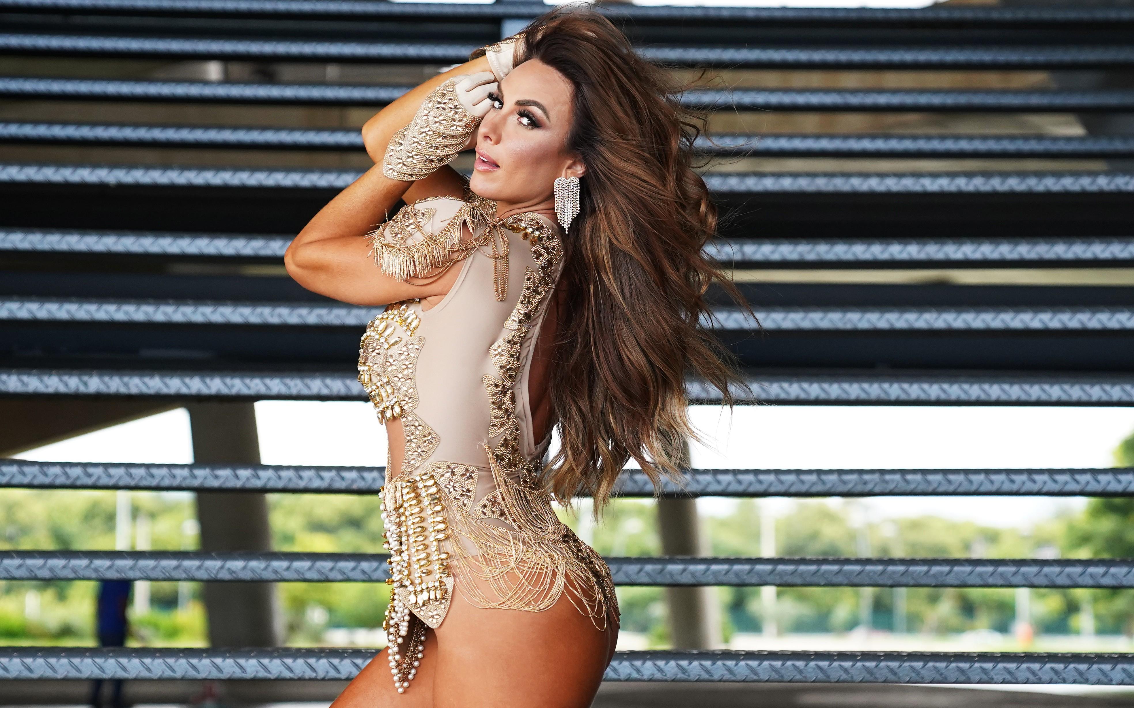 Nicole Bahls volta à Sapucaí como musa da Beija-Flor e lembra dica de Luma de Oliveira para desfilar: 'Chocolate'