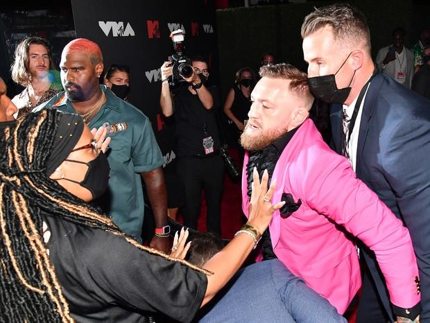Lutador Conor McGregor se envolve em confusão no VMA 2021 (Foto: Getty Images)