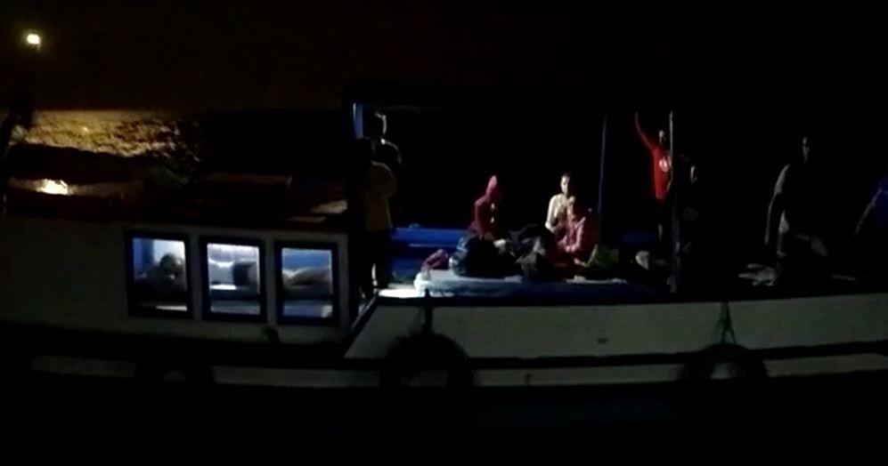 Mais de 30 pessoas são resgatadas após escuna ficar à deriva em SP - Notícias - Plantão Diário
