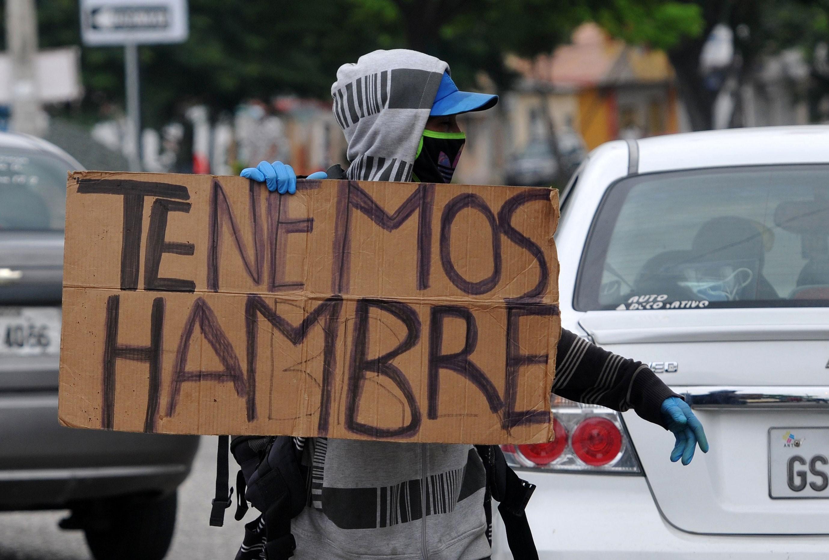 Brasileira que mora no Equador relata impacto da pandemia: 'Vi crianças pegando comida no lixo de minha casa'