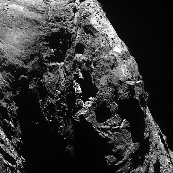 Imagem original do cometa 67P/Churyumov-Gerasimenko, a qual Stuart Atkinson editou (Foto: Reprodução/ ESA)