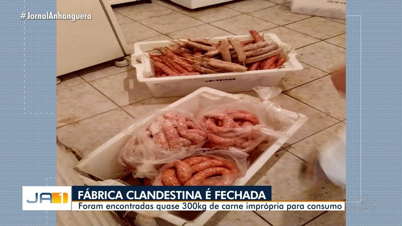 Polícia apreende 300 kg de linguiça imprópria para o consumo em fábrica clandestina