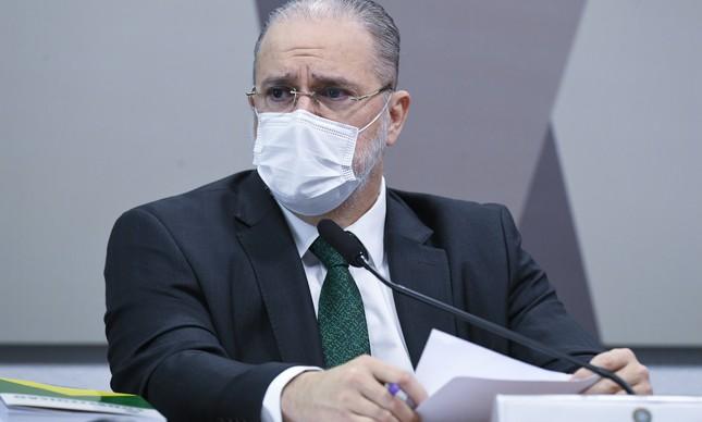 Aras enterra a Lava-Jato, mas  senta em cima dos rolos da famiglia Bolsonaro.