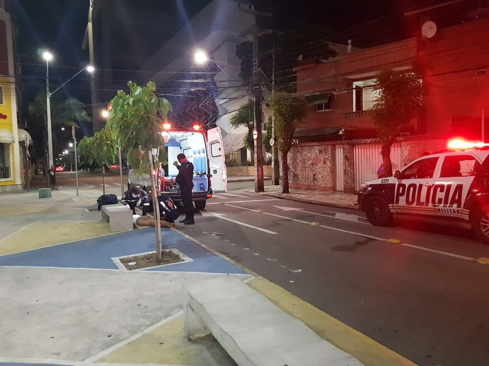 Polícia Militar foi acionada por testemunhas que estavam em um prédio e presenciaram a agressão em Fortaleza — Foto: Rafaela Duarte